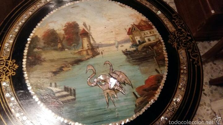 Antigüedades: Mesa velador con nácar y decorada - Foto 8 - 53467017