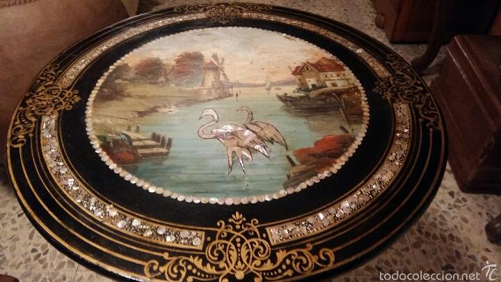 Antigüedades: Mesa velador con nácar y decorada - Foto 10 - 53467017