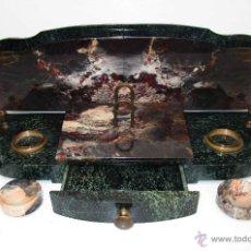 Antigüedades: ENORME ESCRIBANIA ANTIGUA EN MARMOL Y LATON FRANCIA AÑOS 20 TINTERO AGENDA CARTAS Y MAS. Lote 53474624