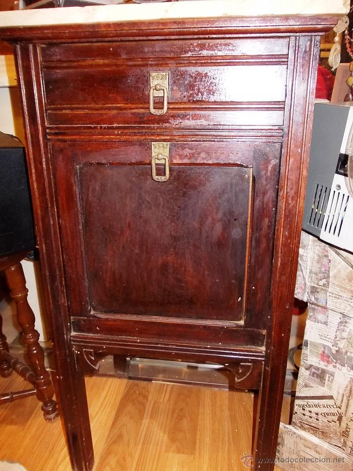 Antigua mesita de noche caj n y puerta comprar muebles for Mesitas de noche antiguas