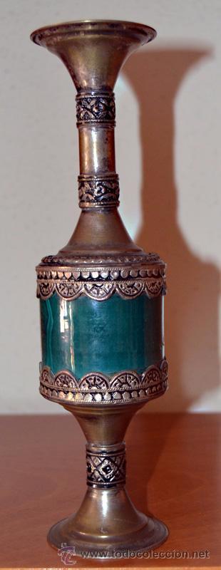 Antigüedades: Porta velas de vidrio prensado o cerámica con metal repujado con dibujos geometricos en base y boca - Foto 4 - 53509003
