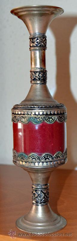 Antigüedades: Porta velas de vidrio prensado o cerámica con metal repujado con dibujos geometricos en base y boca - Foto 7 - 53509003