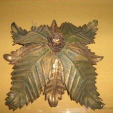 Antigüedades: ANTIGUA LAMPARA DE HOJAS CON DOS LUCES - NECESITA RESTAURACION EN LA POLICROMIA. Lote 53509963