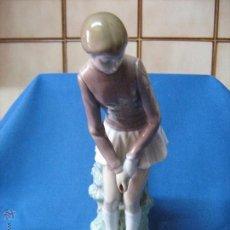 Antigüedades: FIGURA DE PORCELANA DE LLADRO - MUJER JUGANDO AL GOLF - PARA RESTAURAR POR TENER FALTAS. Lote 53517897