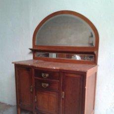 Antigüedades: APARADOR ANTIGUO ESTILO INGLÉS EDUARDIANO. MUEBLE DE SALÓN AUXILIAR CON ESPEJO ANTIGUO MODERNISTA.. Lote 53536039