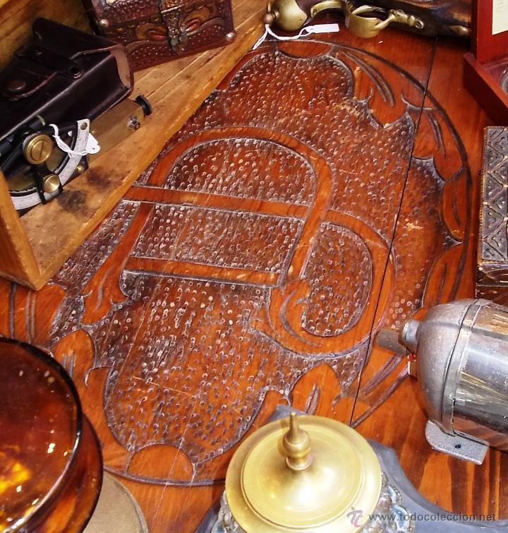 Antigüedades: FANTASTICO BAUL EN MADERA MACIZA CON TALLA EN LA TAPA - Foto 4 - 53564529