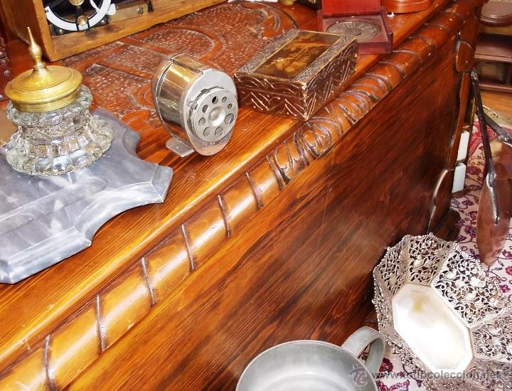 Antigüedades: FANTASTICO BAUL EN MADERA MACIZA CON TALLA EN LA TAPA - Foto 5 - 53564529