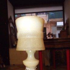 Antigüedades: LAMPARA DE ALABASTRO CON PIES DE LATON O BRONCE - CIRCA 1960. Lote 53568102