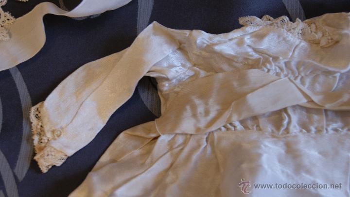 Antigüedades: Traje de Cristianar, Bautismo con faldón y gorro, seda. Precioso encaje con puntilla, bordado. S.XIX - Foto 3 - 53574434