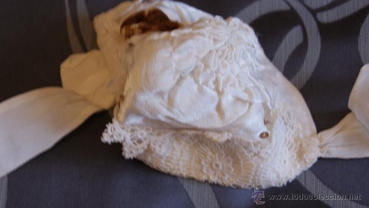 Antigüedades: Traje de Cristianar, Bautismo con faldón y gorro, seda. Precioso encaje con puntilla, bordado. S.XIX - Foto 4 - 53574434