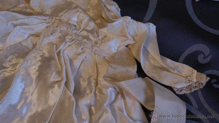 Antigüedades: Traje de Cristianar, Bautismo con faldón y gorro, seda. Precioso encaje con puntilla, bordado. S.XIX - Foto 7 - 53574434