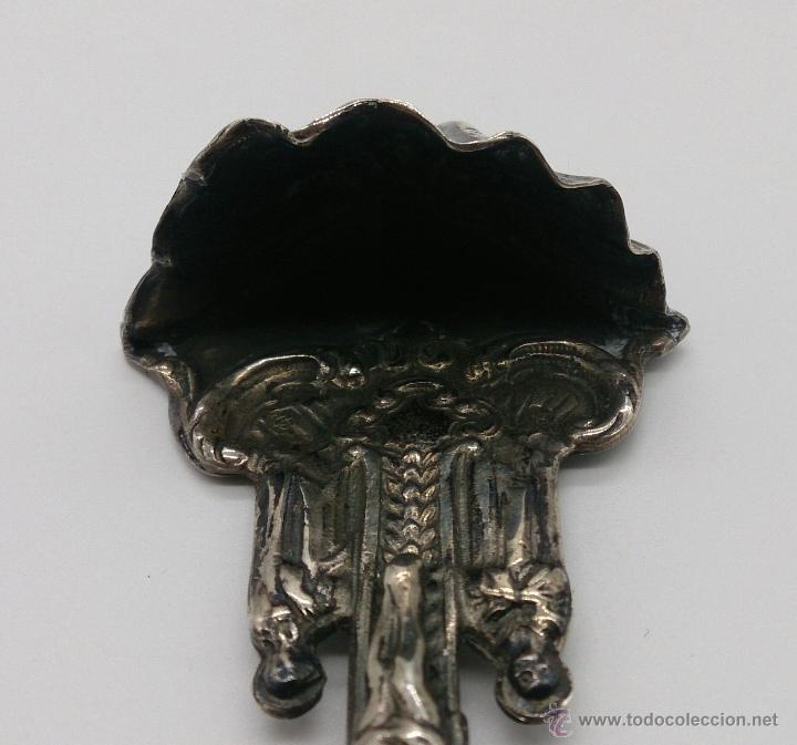 Antigüedades: Benditera antigua en plata de ley contrastada y bellamente repujada . - Foto 13 - 53577399