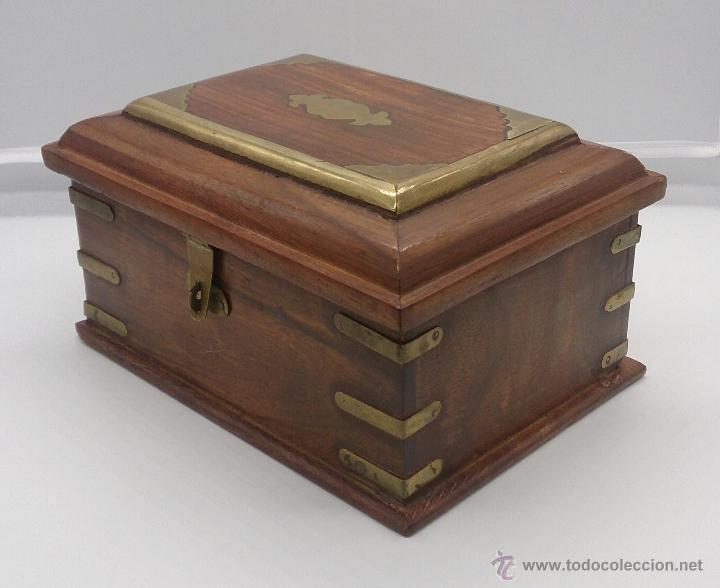 Elegante caja en madera con aplicaciones en bro comprar - Cierres de madera ...
