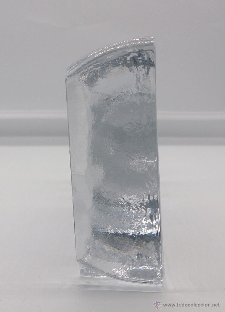 Antigüedades: Gran pisapapeles antiguo en cristal prensado con barco y timón grabados al ácido y estuche forrado . - Foto 4 - 53580212
