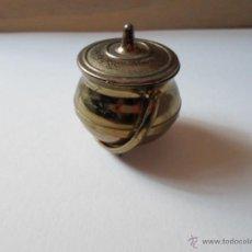 Antigüedades: MINIATURA OLLA DE BRONCE Y COBRE. Lote 53586152