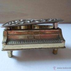Antigüedades: MINIATURA PIANO EN BRONCE Y COBRE. Lote 53586184