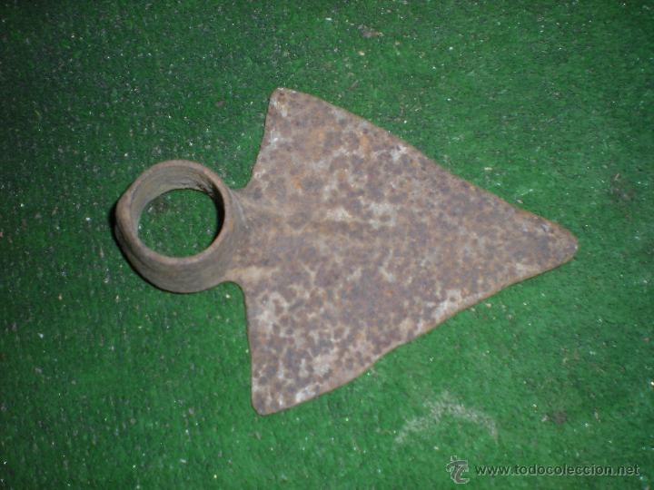 Antigüedades: Azada triangular rompe raices 30x15cm - Foto 2 - 53609687