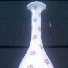 Antigüedades: SIGLO XIX. ORIGINAL JARRA DE OPALINA PINTADA A MANO. 25 CM. MUY FINA. Lote 53639001