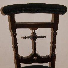 Antigüedades: ANTIGUO RECLINATORIO EN MADERA.. Lote 53648509