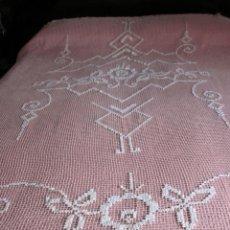 Antigüedades: ANTIGUA COLCHA O CORTINA DE RED COLOR CRUDO.. Lote 53679224
