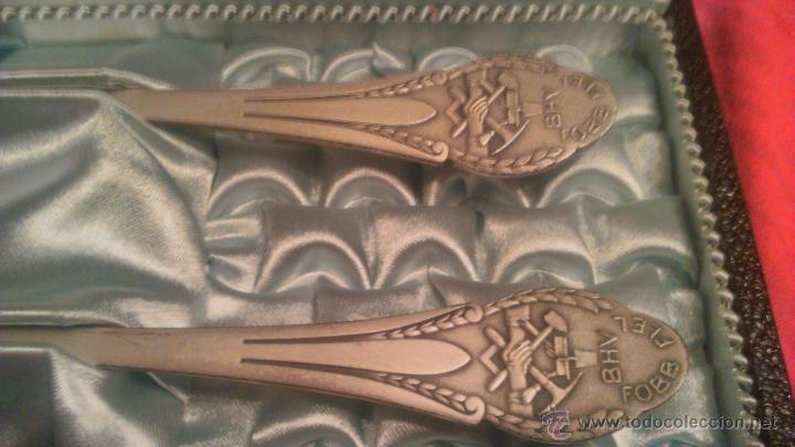 Antigüedades: Precioso y antiguo juego de cuchara y tenedor bañado en plata,paul kramer neuchatel,en estuche. - Foto 4 - 53686148