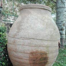 Antigüedades: PRECIOSA TINAJA CON SELLO DEL ARTESANO - SIGLO XVIII APROX. -ALFARERIA ESTINGUIDA ALCARREÑA- AGUJERO. Lote 53689685