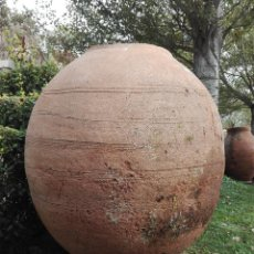 Antigüedades: GRAN TINAJA ANTIGUA - SIGLO XVIII APROX. -ALFARERIA ESTINGUIDA ALCARREÑA- FALTA CUELLO O BOCA -. Lote 53689725