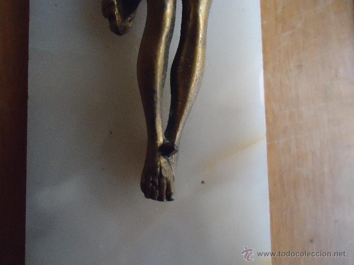 Antigüedades: ANTIGUO CRISTO DE BRONCE CON CRUZ DE MARMOL BLANCO PARA COLGAR - Foto 8 - 53693968