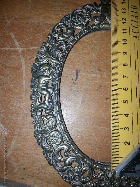 Antigüedades: antiguo porta retrato modernista marco religioso con angeles metal labrado sobremesa leer - Foto 8 - 53701080