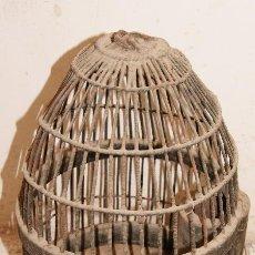 Antigüedades: ANTIGUA Y BONITA JAULA PARA PERDIZ RECLAMO, DE METAL Y MADERA.. Lote 53703196
