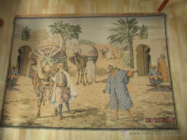 PRECIOSO GRAN TAPIZ CON ESCENA ÁRABE - 175 CM X 125 CM (Antigüedades - Hogar y Decoración - Tapices Antiguos)