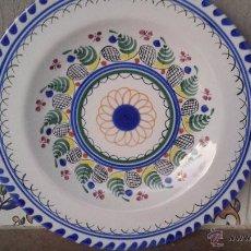 Antigüedades: PRECIOSO PLATO PINTADO A MANO, FIRMADO R D M , PUENTE ARZOBISPO. Lote 53713706