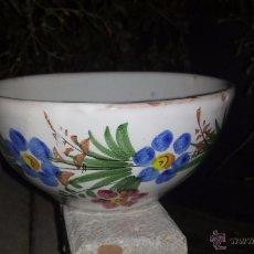 Antigüedades: PRECIOSO TAZON PINTADO A MANO, FIRMADO LARIO. Lote 53713838