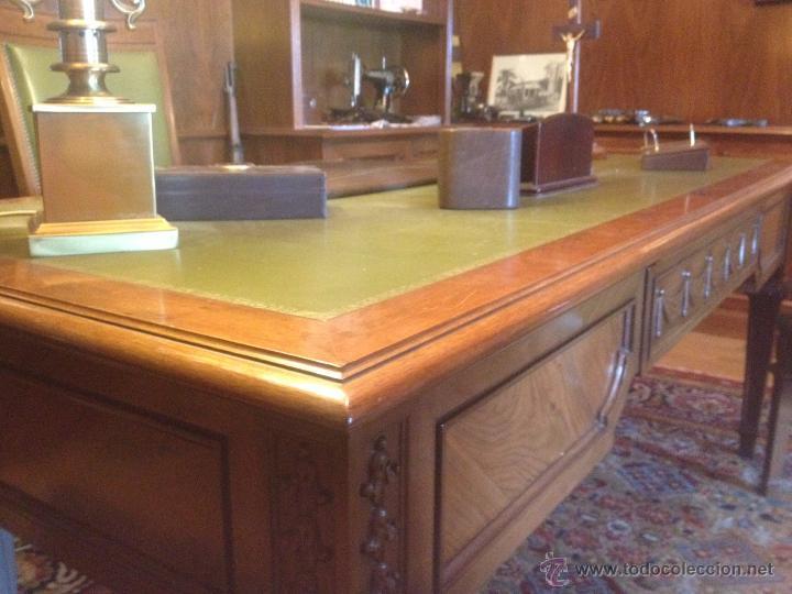Mesa despacho de nogal y cuero verde con sillas - Verkauft durch ...