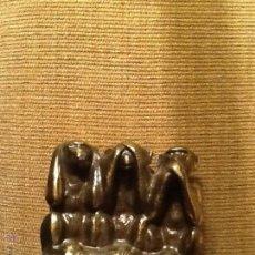 Antigüedades: ANTIGUAS FIGURAS EN METAL DE LOS TRES MONOS SABIOS. FIRMADO. Lote 53725969