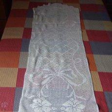 Antigüedades: MANTEL HECHO A MANO GANCHILLO.. Lote 53729433