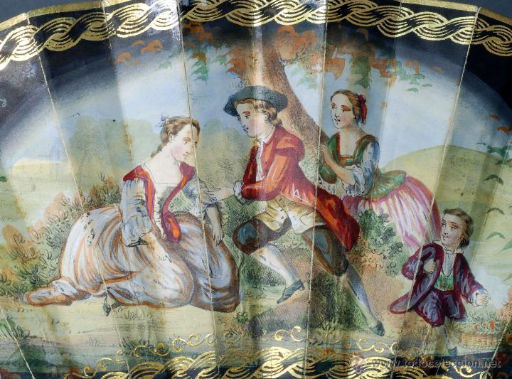 Antigüedades: Abanico varillas asta decorada dorados país papel pintado escenas galantes S XIX - Foto 4 - 53786429