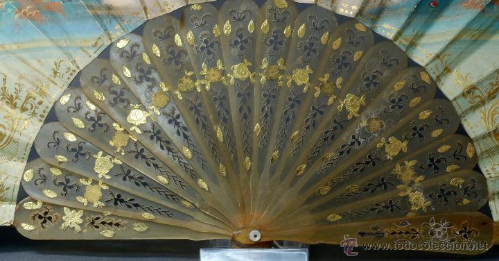 Antigüedades: Abanico varillas asta decorada dorados país papel pintado escenas galantes S XIX - Foto 6 - 53786429