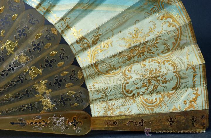 Antigüedades: Abanico varillas asta decorada dorados país papel pintado escenas galantes S XIX - Foto 7 - 53786429