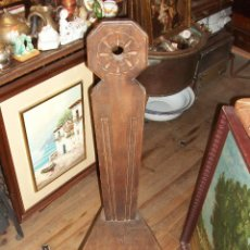 Antigüedades: ANTIGUA SILLA TALLADA DE TRES PATAS. Lote 53821506