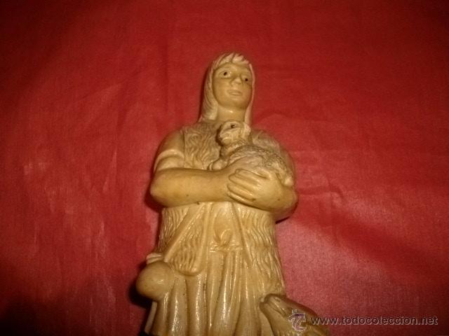 Antigüedades: FIGURA DE PASTOR CON OVEJAS EN RESINA 22 CM - Foto 2 - 53828853
