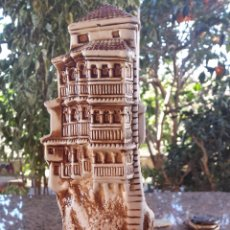 Antigüedades: PRECIOSA FIGURA , CASAS COLGANTES DE CUENCA. Lote 53830332