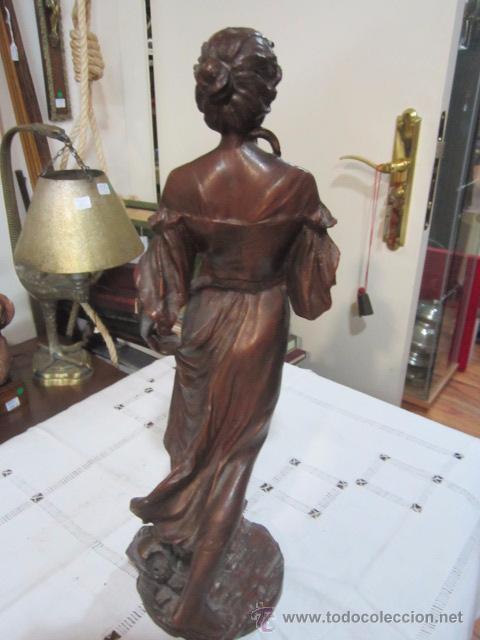 Antigüedades: Antigua figura de mujer en estaño o calamina - peso 4,400 gr. 39 cms. de altura. - Foto 3 - 53841122