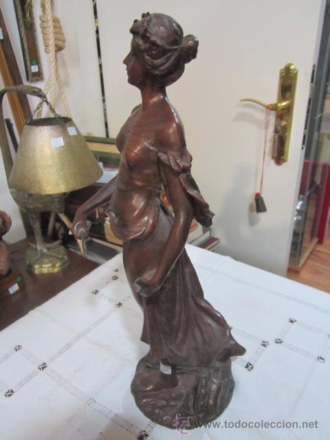 Antigüedades: Antigua figura de mujer en estaño o calamina - peso 4,400 gr. 39 cms. de altura. - Foto 4 - 53841122