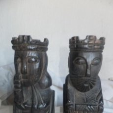 Antigüedades: 2 ESCULTURA SUJETALIBROS EN TALLA DE MADERA DE REY Y REINA. Lote 53849859