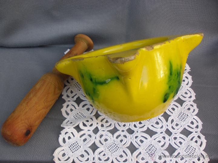 Antigüedades: Antiguo mortero almirez ceramica vidriada con maza de madera - Foto 2 - 53850346