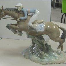 Antigüedades: FIGURA DE LLADRO. CABALLO DE CARRERA CON JINETE. VER FOTOS. Lote 53853615
