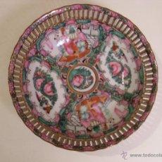 Antigüedades: BELLO PLATO DE PORCELANA ORIENTAL HECHO EN MACAU CHINA PINTADO Y ESMALTADO A MANO, SELLADO. Lote 53867310