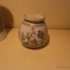 Antigüedades: TIBOR CON TAPA BOTE PEQUEÑO MEDIDA 9,5 X 9 CM. PORCELANA JAPON GINSENG DECORACIÓN FLORES. Lote 53894597