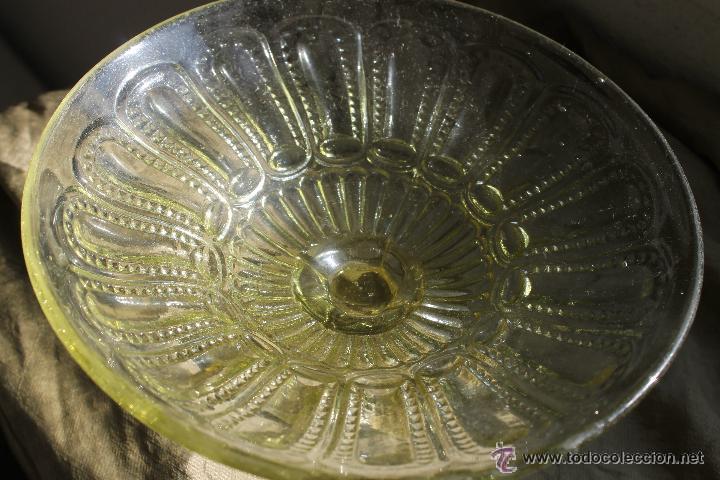 Antigüedades: ANTIGUO FRUTERO EN COLOR AMARILLO-VERDOSO PRENSADO CRISTAL SANTA LUCIA CARTAGENA - Foto 3 - 53901836
